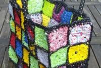 Bolsa de quadrados de crochê