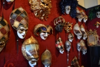 Máscaras de carnaval de Veneza feitas em papel machê
