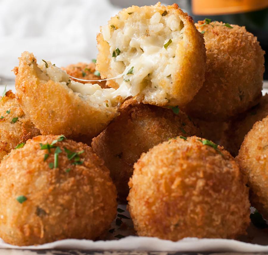 bolinhos de arroz com queijo
