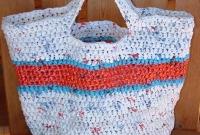 Bolsa com faixa azul e vermelha