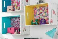 Caixotes organizando o quarto do bebê